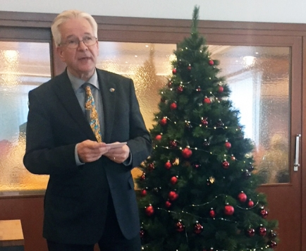 Der Governor bei seiner Ansprache